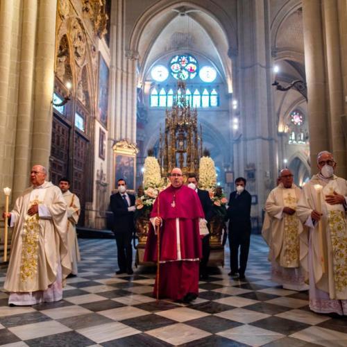 El Santísimo, en la custodia de Arfe,  saldrá al atrio de la Catedral