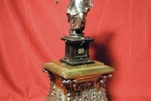 Ángel relicario de la Espina de Cristo. S. XVII